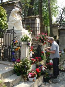 Tending Chopin's grave