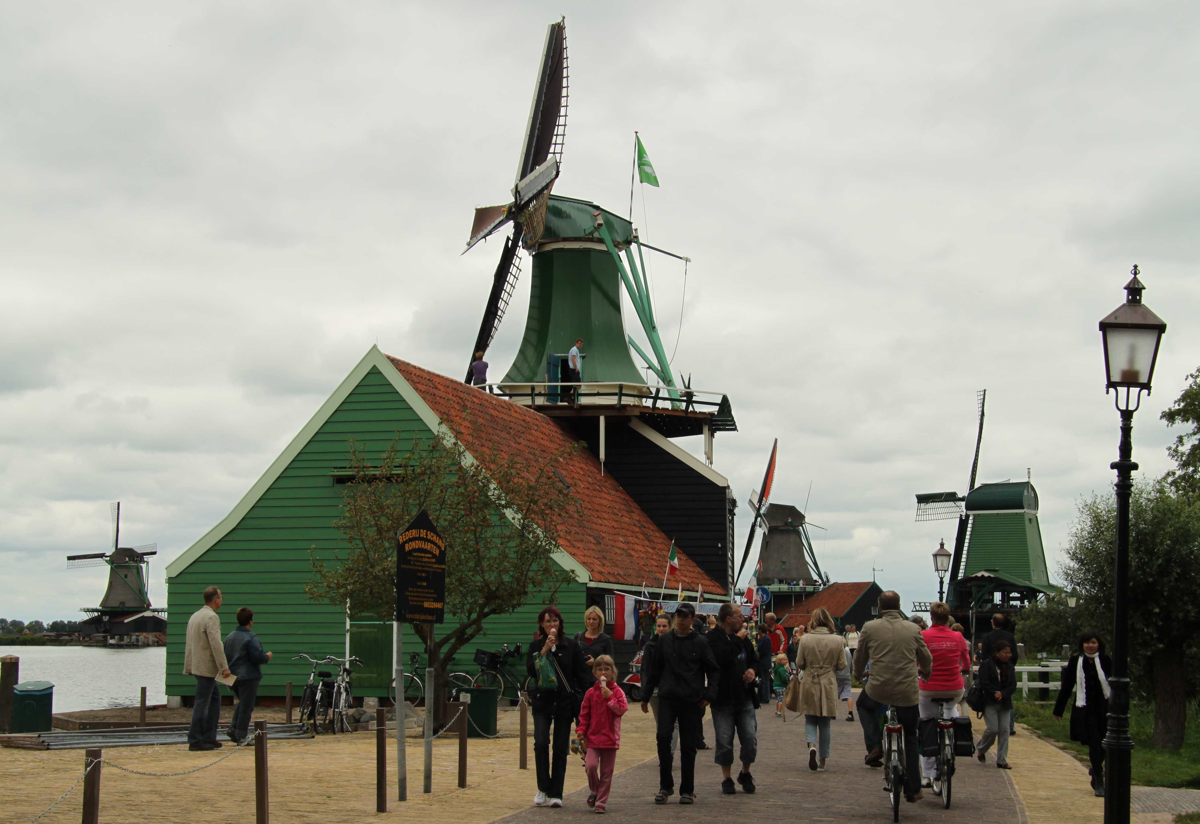 ZAANSE SCHANS – cycling by Dutch windmills | Richard Tulloch's LIFE ...