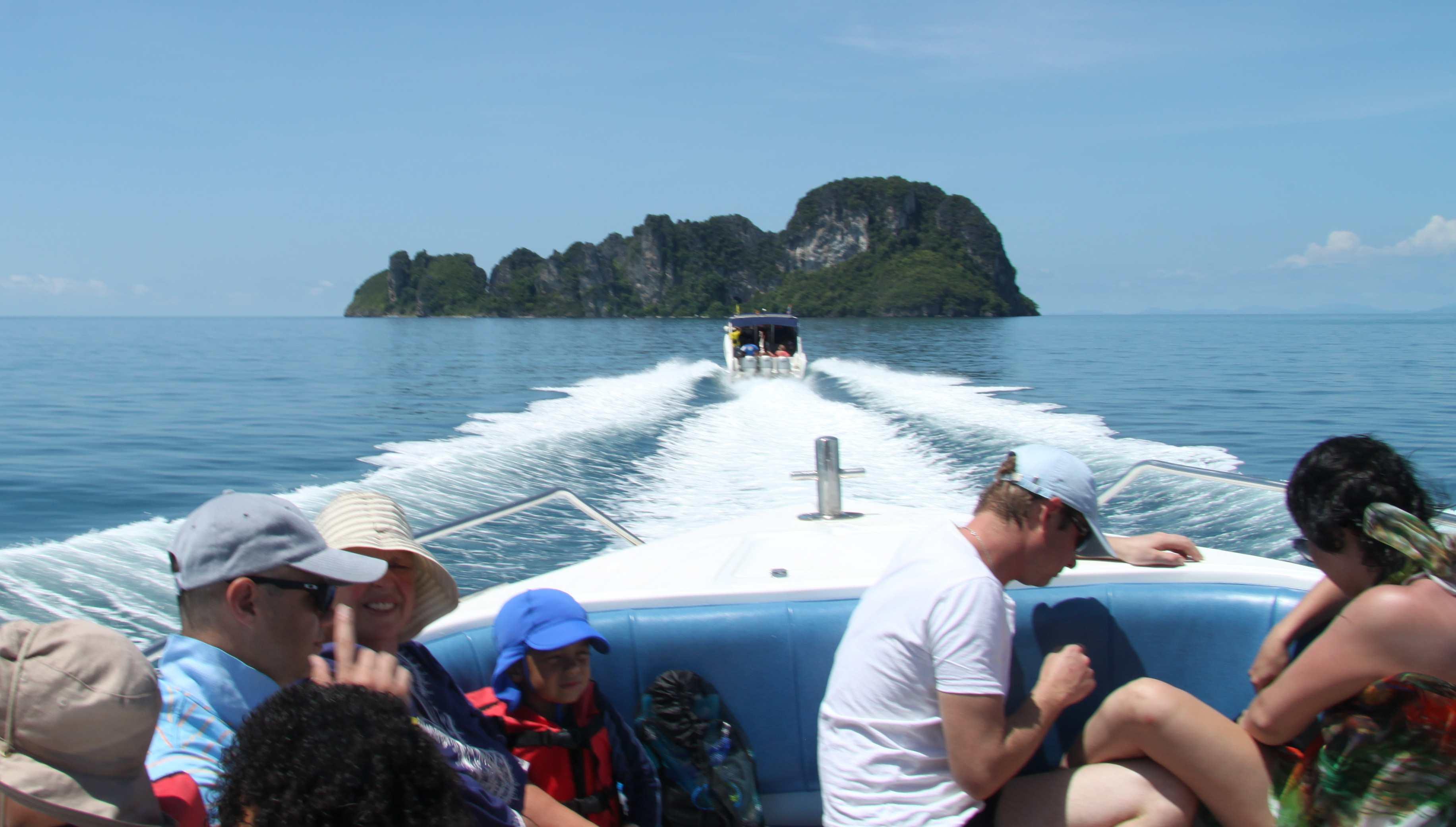 PHI PHI ISLANDS, THAILAND – paradise is popular  Richard Tullochs LIFE ...