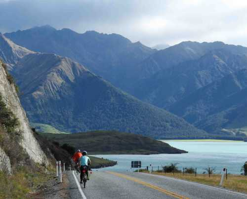 Excellent road surface, few cars and spectacular Lake Hawea on the right.