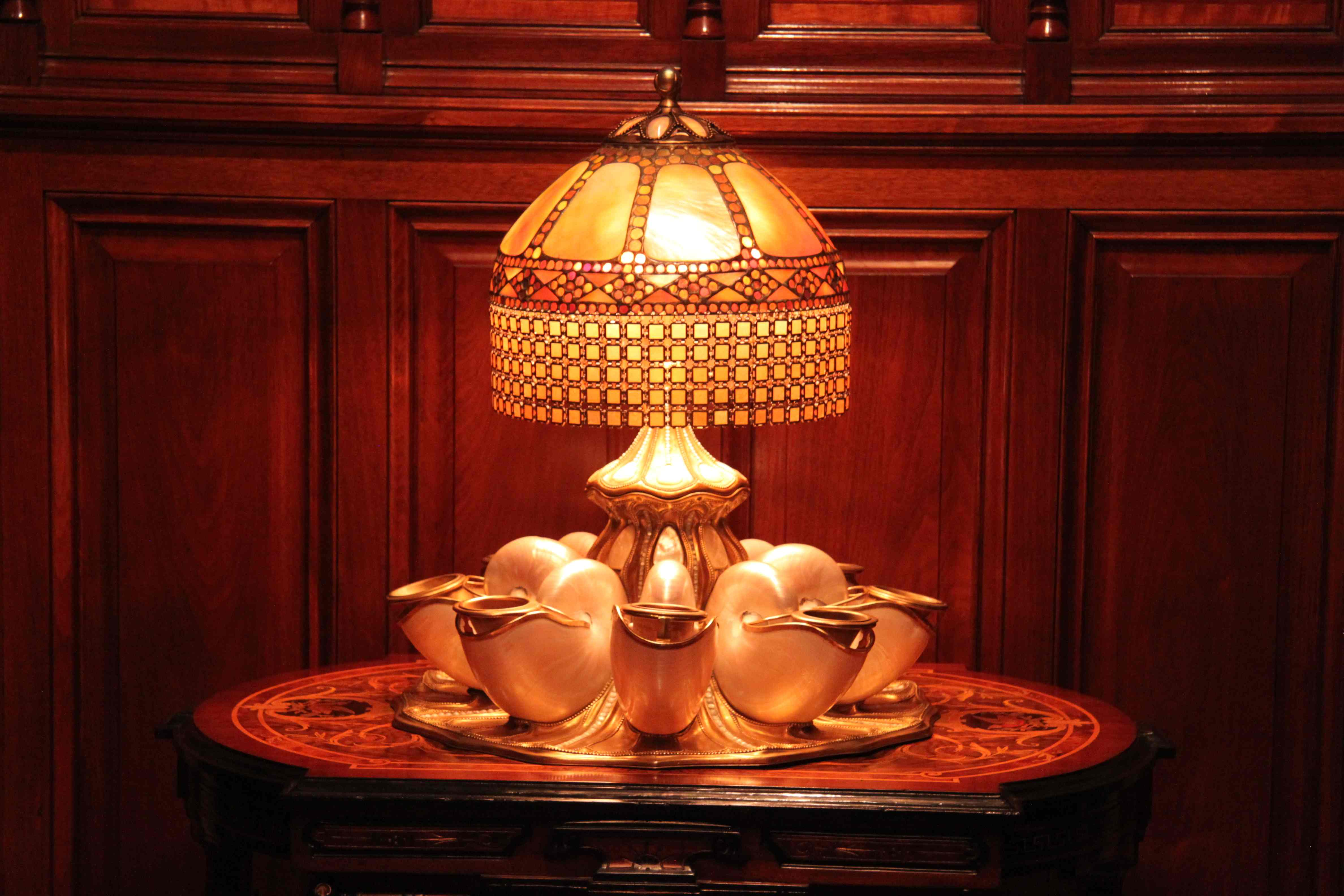 de resistance mr driehaus s tiffany lamp with real nautilus shells. Black Bedroom Furniture Sets. Home Design Ideas