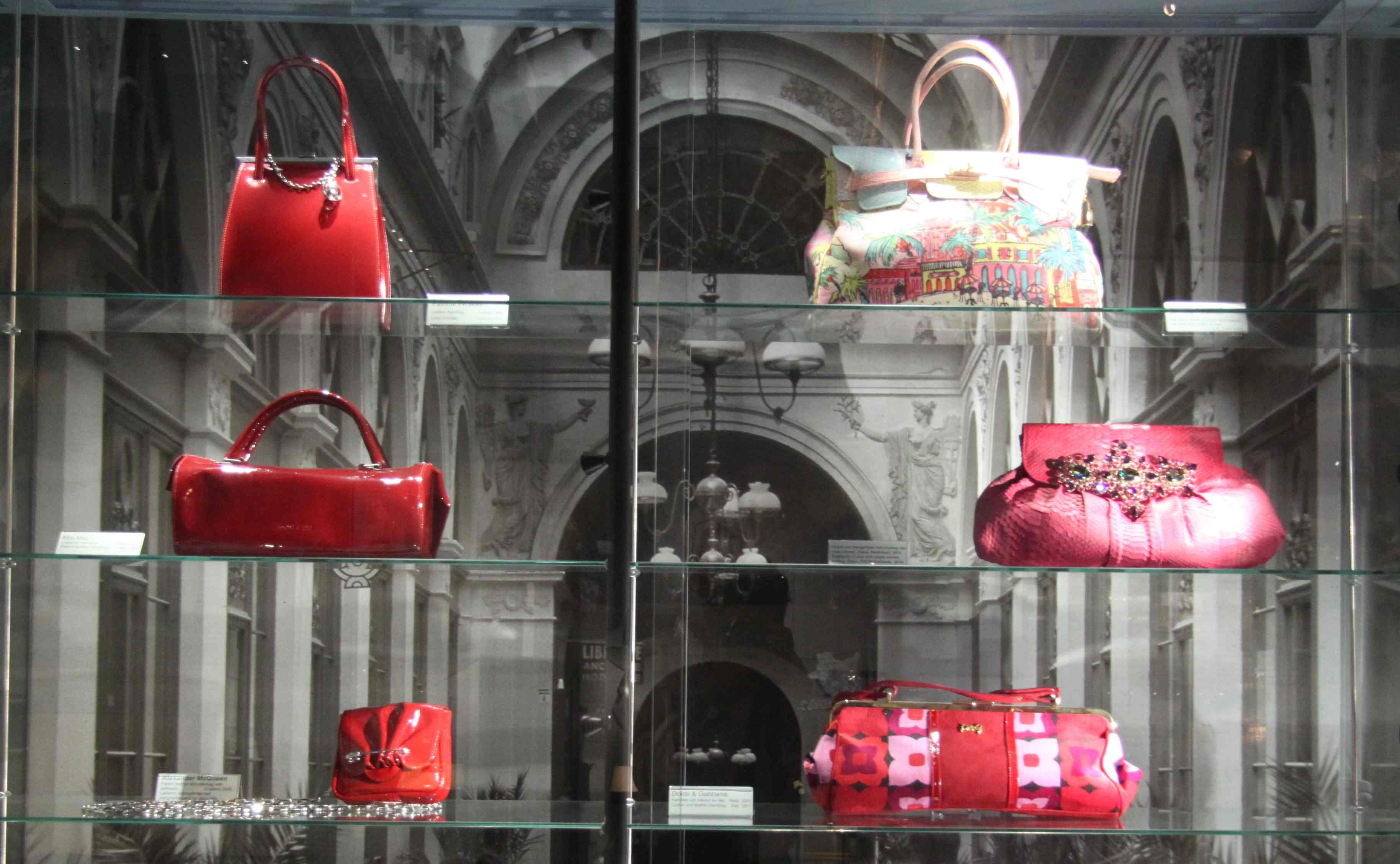 Tassen Reparatie Amsterdam : Tassenmuseum amsterdam s museum of bags and purses