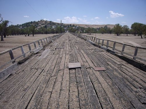 The Prince Alfred Bridge - the road over the Murrumbidgee until 1977. Photo: Wikicommons.