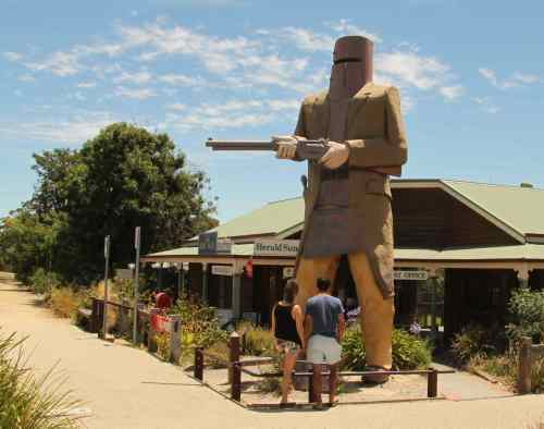 We like Big Things as tourist attractions in Australia. So of course Glenrowan needs a Big Ned.