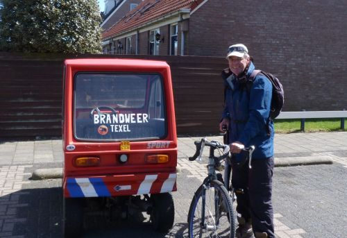 'Brandweer ' - Texel's mini fire brigade. I noticed the key was hanging in the ignition, ready for any emergency.