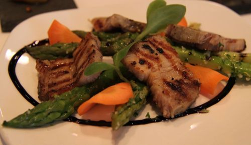 Green asparagus and bacon entree.