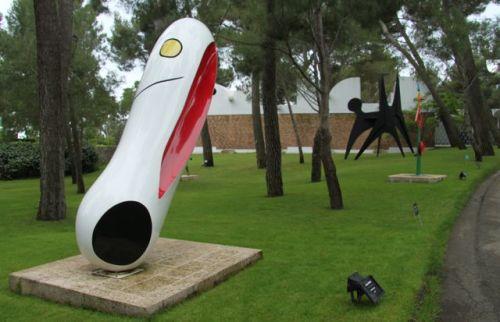 Joan Miro, Personnage.