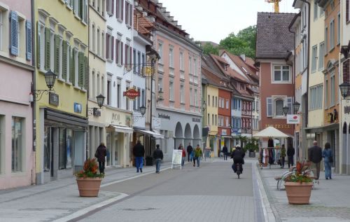 A passing glimpse of Uberlingen was promising.