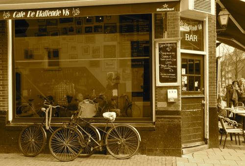 Blaffende Vis - the 'barking fish' cafe. Park a bike outside it and it will look ancient.