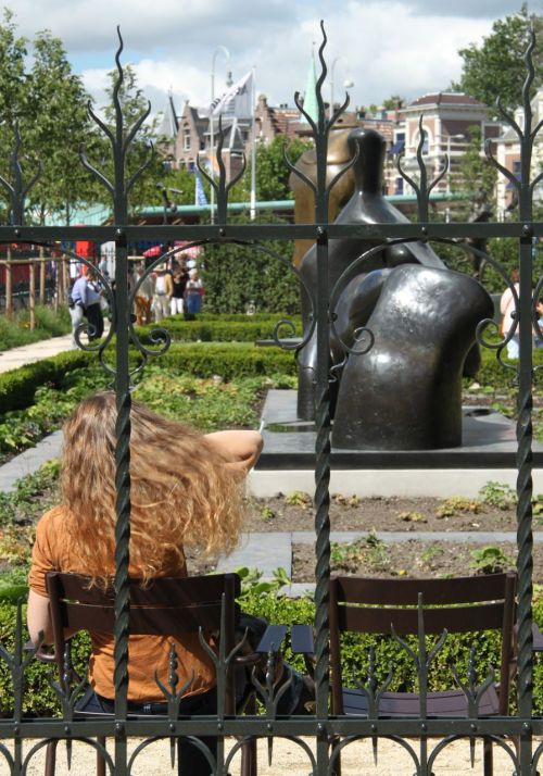 The garden by Amsterdam's busiest museum is a surprisingly quiet place. t