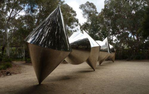 Bert Flugelman: Cones