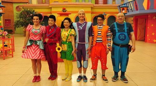 The Chinese/Australian cast of Hoopla Doopla!
