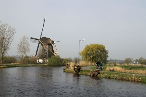 The path by the Gein River is one of my favourites - flat, beautiful, with two windmills and very few cars.