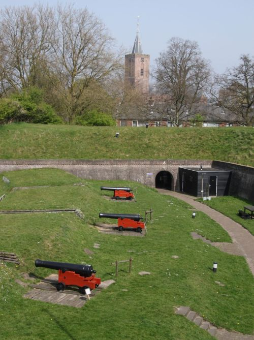 Naarden is a vesting (a fortified village) with a moat and a museum where school kids can look at cannons. It's reasonably interesting for them, though they must be a little disappointed if they're not allowed to shoot them.