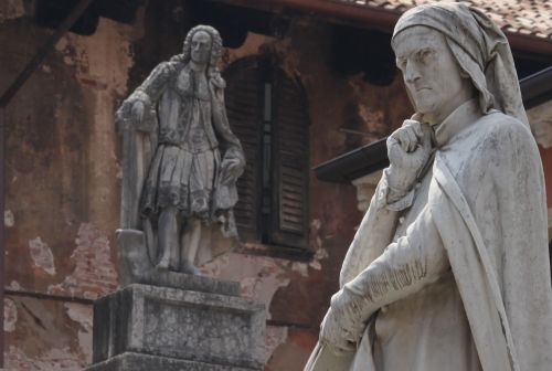 Dante contemplates the Piazza di Signori.