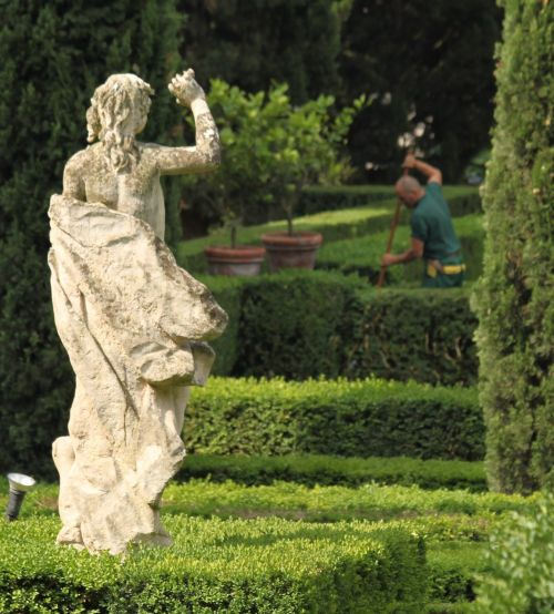 It took a little finding, but it was worth the trouble to  ride across the river to the Giardino Giusti.