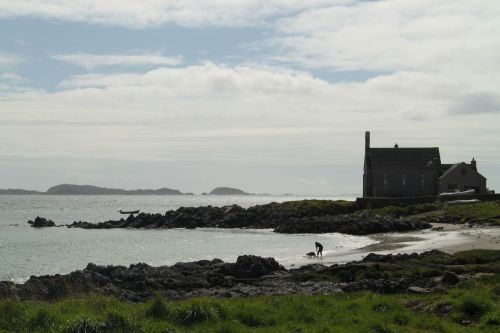 As well as the tourists, a few people still really lie on Iona. We can see the appeal, at least when the rain stops.