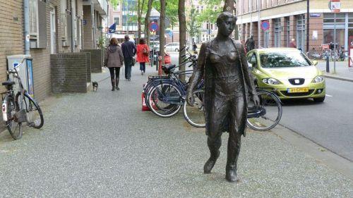 Another of Eftermeijer's 'Drie figuren op straat' (The figures in the street)