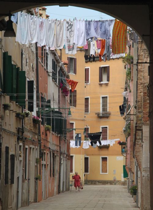 I sat by the washing, waiting for an old man with a dog to walk by.  A lady with a stick was just as good. How's that for an authentic Italian cliche?
