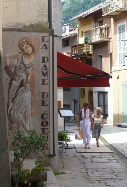 La Dame de Coeur. It's a restaurant.