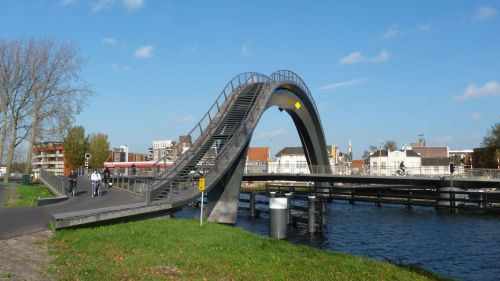 The Impressive arch at Purmerend is apparently mostly for show. Even the pedestrians take the flat bridge to cross the North Holland Canal. It does look good though.