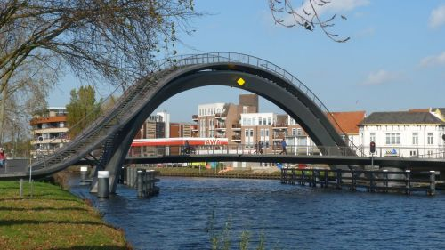 Here's my attempt at photographing the bridge in Purmerend - without the aid of a chopper.