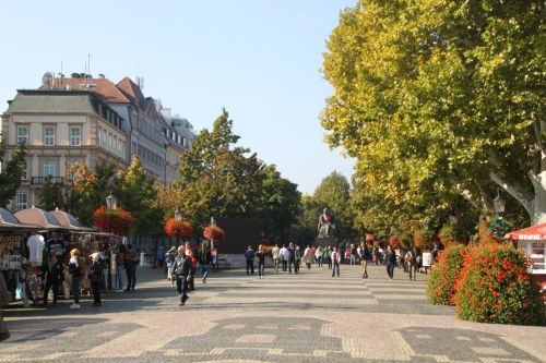 Bratislava Boulevard - like Vienna, only smaller and with less people.
