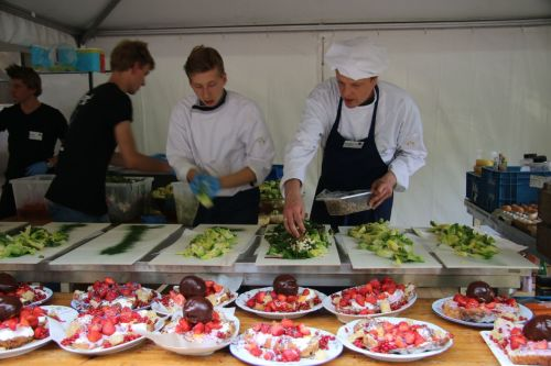 Here are out chefs doing their thing, but the eye is drawn to the colour of the food.