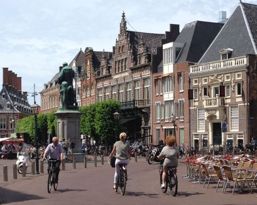 ...then roll into the Grote Markt in the centre of the town.