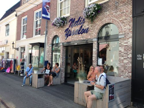 Only some 20km left to ride, so we've earned an ice-cream in Weesp. Highly recommend this popular establishment!
